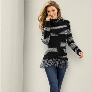 Sweaters - Venus Contrasted Fringe Sweater - Large